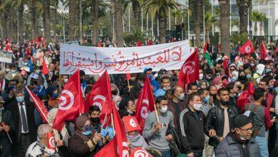 Photo of عشرات آلاف المتظاهرين يطالبون بوقف التخريب الإماراتي في تونس