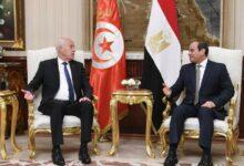 """Photo of """"الثورة المضادة"""" في تونس تبتهج لزيارة قيس سعيد لمصر"""