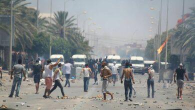 Photo of مواجهات بين متظاهرين وعناصر الشرطة بسبب وفاة شاب في مقر أمني بسيدي حسين