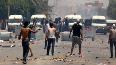 Photo of تجدد المناوشات بين محتجين وقوات الأمن في شارع الحبيب بورقيبة بالعاصمة
