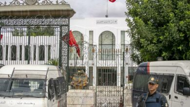 Photo of مشهد قاتم للحريات السياسية في تونس وتنديد باستمرار ملاحقة النواب